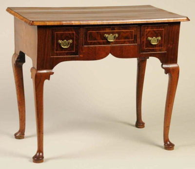 queen anne furniture characteristics